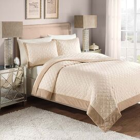 Monroe Quilt Set in Ivory