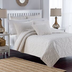 Estelle Quilt Set in White