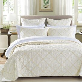 Country Quilt in Ivory