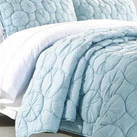 Waltz Quilt in Pacific Blue